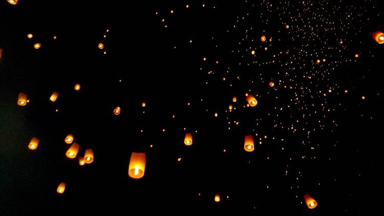 lay-krathong-lanterns chiang mai