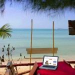 laptop-on-beach-ko-samui-laem-yai