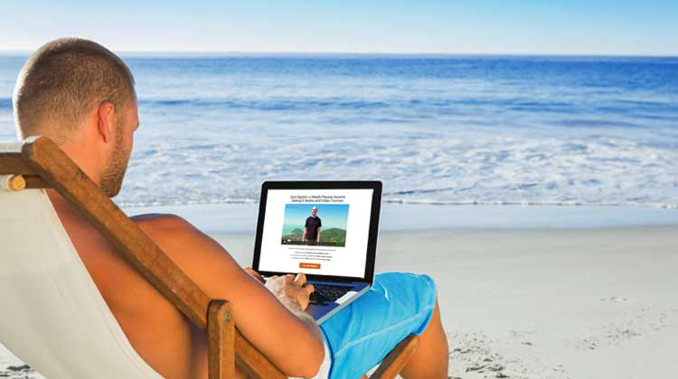 laptop-by-the-beach-free-video-training