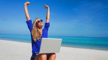 woman-with-laptop-on-beach-earning-passive-income