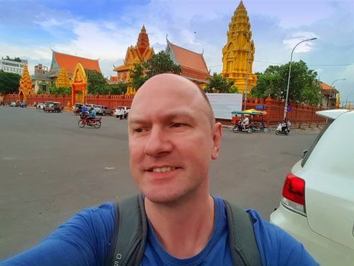rob-in-phnom-penh